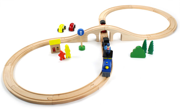 Wooden 30 Piece Figure 8 Train Set with Conductor Carl Train